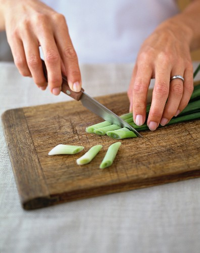 Cutting spring onions