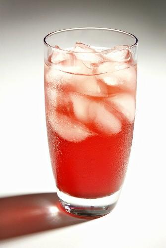 Ein Glas Acaibeeren-Eistee