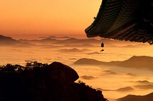 eaves, cloud sea, mountain range