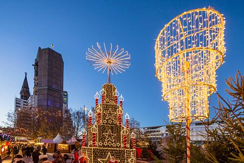 Weihnachtsmarkt am Breitscheidplatz, Kaiser Wilhelm Gedächniskirche, Berlin Mitte, Berlin, Deutschland