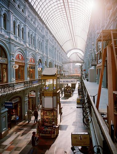 Blick in die Einkaufspassagen des Warenhaus GUM, Roter Platz, Moskau, Russland