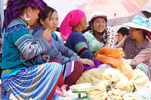 marketwomen, Bac Ha Market, Cai Be, Vietnam