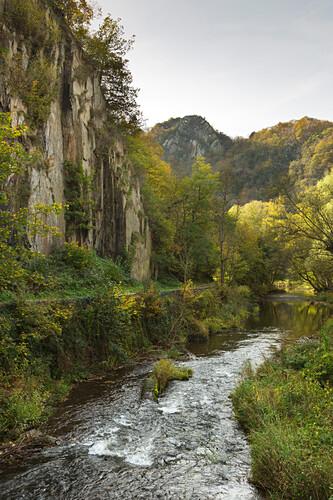 Felslandschaft der Ahr, im Langfigtal, Blick zum Teufelsloch, Altenahr, Ahrsteig, Ahr, Rheinland-Pfalz, Deutschland
