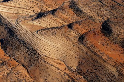 Vom Flugzeug ist die geologische Struktur des Wüstengebirges gut erkennbar, Flinders Ranges, Südaustralien, Australien