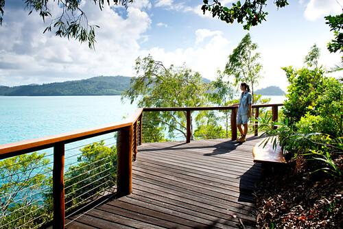 Durch die Gärten des Qualia Resoerts führen Spazierwege, Hamilton Island, Queensland, Australien