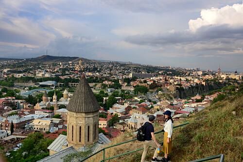 Blick von Sololaki und Festung über die Altstadt auf Tiflis, Georgien