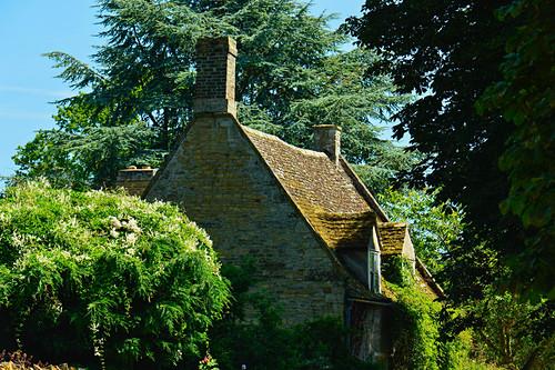 Blick auf ein altes, kleines Cottage im Park, Branston, Lincolnshire, England