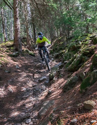 Mountainbiken auf dem Roatbrunn Trail an der Tarscher Alm im Vinschgau, Italien