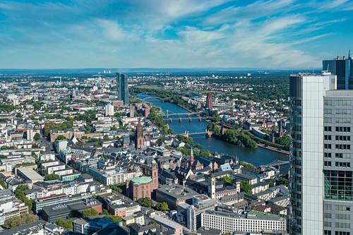 Blick über die Stadt von der Aussichtsplattform des Maintowers in Frankfurt am Main, Deutschland