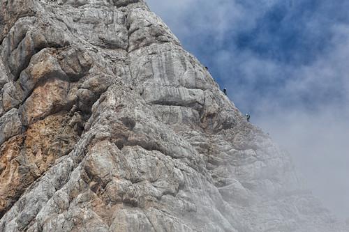 Bergsteiger klettern auf den höchsten Berg der Steiermark, Dachstein, Österreich