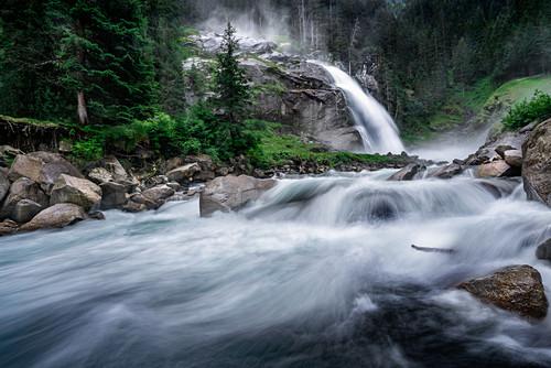 Die Kraft des Wassers bei den Krimmler Wasserfällen in Krimml, Salzburg, Österreich