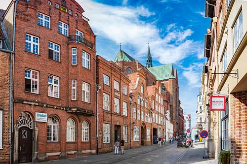 Glockengießerstraße mit Sicht auf Katharinenkirche in Lübeck, Schleswig-Holstein, Deutschland