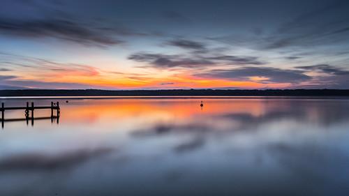 Steg bei Sonnenaufgang am Starnberger See, Bayern, Deutschland