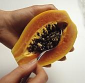 Deseeding papaya