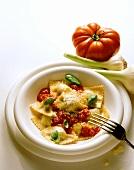 Ravioli al Pomodoro (Ravioli mit Tomatensauce, Italien)