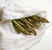 Keeping green asparagus spears fresh in a damp cloth