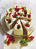 Summer gateau with berries & cream