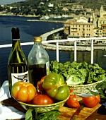 Stillleben mit Fisch und Tomaten; Balkon; Italien