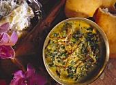 Spinat mit Zwiebeln; Mughali Sag & Naan