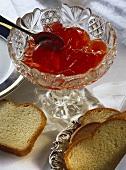 Redcurrant jelly with brioche slices