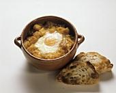 Knoblauchsuppe mit Brotwürfel & Spiegelei