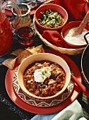 Chili con Carne; mexikanisches Ambiente