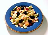 Käsesalat mit Oliven & Radieschen