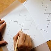 Tannenbaum auf Transparentpapier auf Karton übertragen