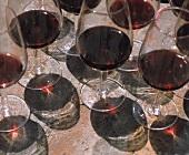 Weingläser mit Cabernet Sauvignon im chilenischen Maipo-Tal