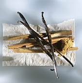 Cinnamon sticks, ground cinnamon and vanilla pods