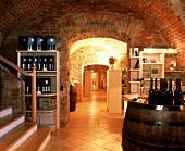 Exklusives Weingeschäft in einem historischen Kellergewölbe