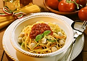 Spaghetti with tomato sauce, veal balls & vegetable strips