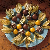 Physalis dessert (chocolate-coated Cape gooseberries)