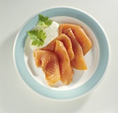 Slices of smoked salmon with horseradish sauce