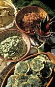 Guacamole, Tomatendip & Käsedip mit überbackenen Maischips