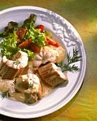 Gekochter Aal mit Senf-Sahne-Sauce & Salatgarnitur