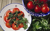 Tomatensalat mit Petersilienpesto