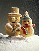 Schneemann & Schneefrau aus Hefeteig mit Puderzuckerschnee