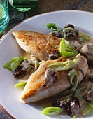 Chicken breast fillets with morels and leeks