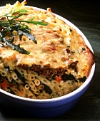 Macaroni and mince bake with rocket and tomatoes