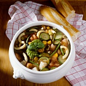 Minestrone col pesto (vegetable soup with pesto, Italy)