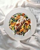 Bodenseefelchen (Renke) auf Rucola-Möhren-Salat