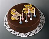 Schokoladentorte zum Kindergeburtstag, mit Kerzen & Bildchen