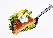 Smoked trout with remoulade, lettuce, lemon on fork