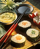 Sushi with salmon & with cucumber, soya sauce & dip