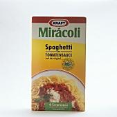 Eine große Packung Spaghetti mit Tomatensauce von Miracoli