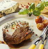 Rinderfiletsteak mit Gorgonzola gratiniert