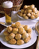 Hungarian butter yeast biscuits (Ropogos vajaspogasca)