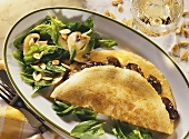 Omelette with chicken liver & spinach salad with mushrooms