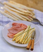 A plate of asparagus with boiled ham